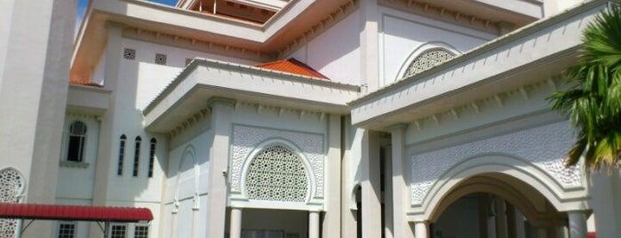 Masjid Sultanah Zahirah (Masjid Bandar Marang) is one of masjid.