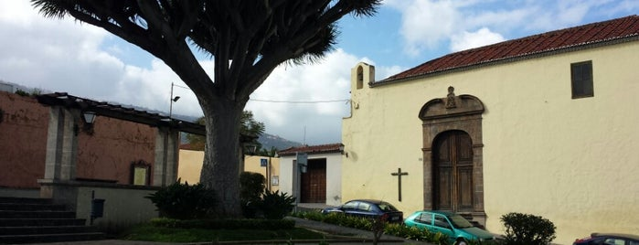 Restaurado el histórico farol del pórtico del antiguo hospital de La Trinidad en La Orotava