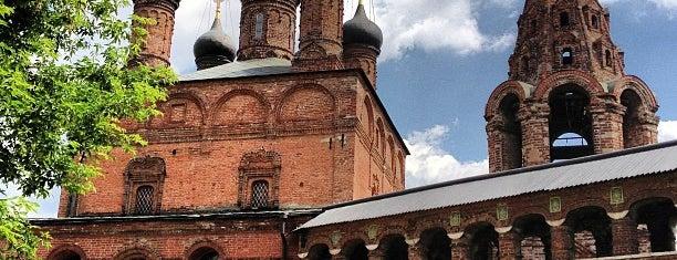 Храмы Успения Богородицы и Воскресения Словущего в Крутицах is one of Moscow monasteries  and  churches..