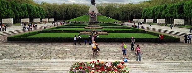 Sowjetisches Ehrenmal im Treptower Park is one of Grün und Blau Berlin.