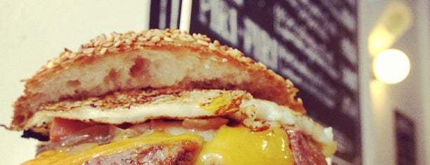 Hamburgueria do Bairro is one of Startup lisboa city guide: foods & drinks.