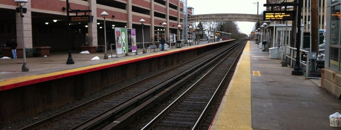 LIRR - Mineola Station is one of Main list.