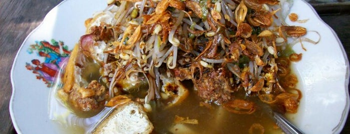 Lontong Balap Pak Gendut is one of Kuliner Wajib @Surabaya.