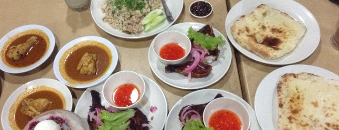Roti Tempayan Ayam Tandoori is one of @Jeli, Kelantan.
