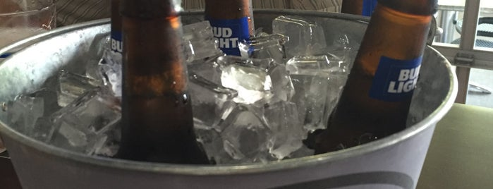Halftime's Sports Bar & Grill is one of I'm turning 21!.