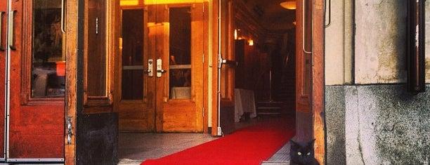 Théâtre Outremont is one of Carte accès Montréal.