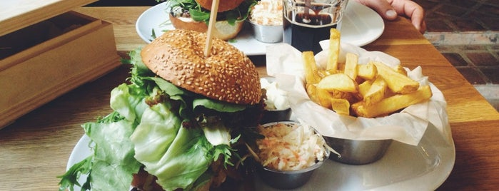 Peter's Burger Pub is one of The 15 Best Places for Lunch Specials in Prague.