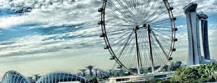The Singapore Flyer is one of Singapur 2dos.