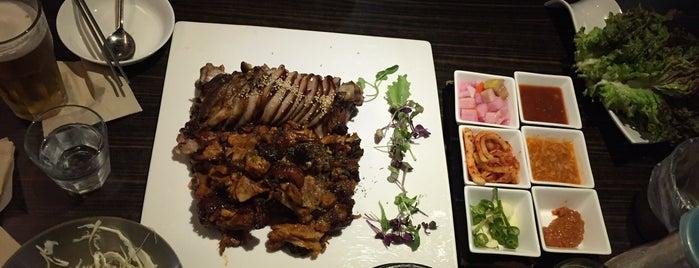 송이족발 is one of Itaewon food.