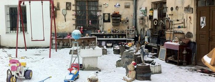 Двір-музей покинутих іграшок is one of музеї Львова / museums of Lviv.
