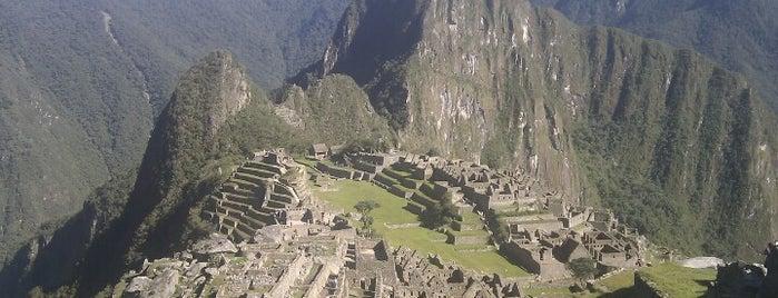 Machu Picchu is one of Perú.