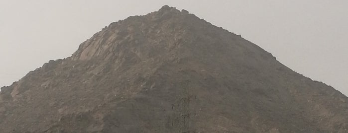 Jabal Tsur (base) is one of Must visit Place and Food in Saudi Arabia.