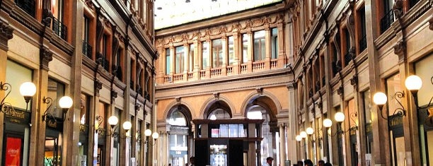 Galleria Alberto Sordi is one of To Rome with Love.