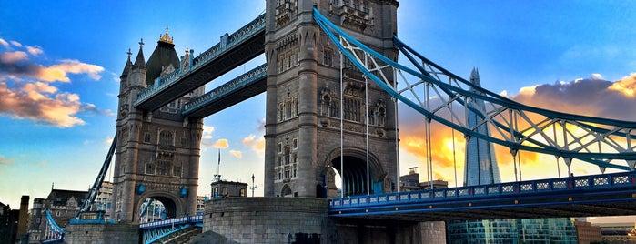 タワーブリッジ is one of Go Ahead, Be A Tourist.