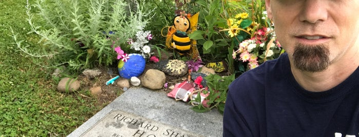 Grave Site Of Shannon Hoon is one of my traveling adventures.
