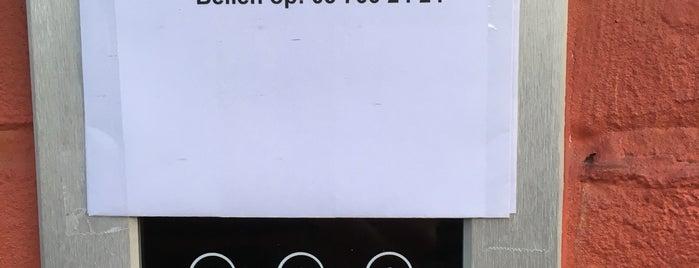 Leave Your Marks is one of Zaken doen in Sint-Niklaas.