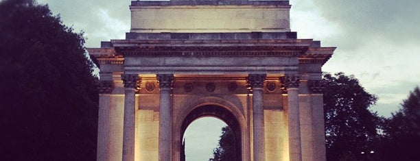 Wellington Arch is one of London tour.