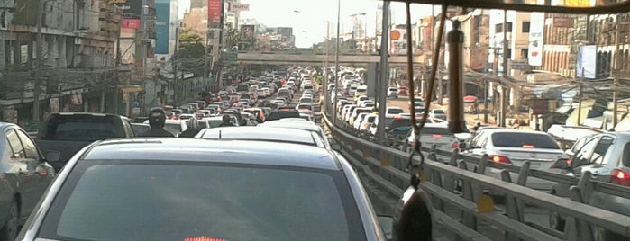 Kasetsart Intersection Overpass is one of ถนน.
