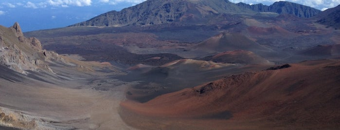 Pu'u 'ula'ula (Haleakalā Summit) is one of Maui.