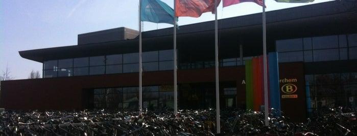 Station Antwerpen-Berchem is one of Bijna alle treinstations in Vlaanderen.