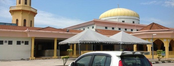 Masjid As-Salam is one of masjid.