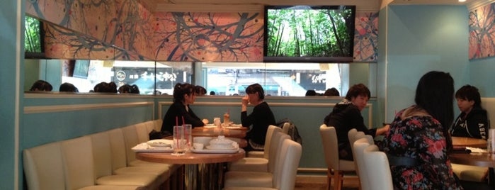 SCRAMBLE Cafe & Bar is one of free Wi-Fi in 渋谷区.
