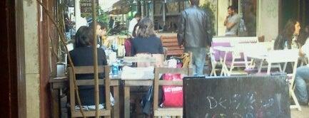 Defne Cafe & Bar is one of Yazgan İzmir Mekanları.