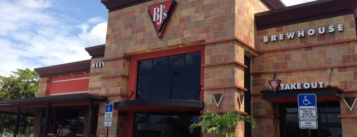 BJ's Restaurant and Brewhouse is one of Lukas' South FL Food List!.