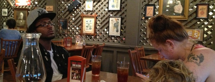 Cracker Barrel Old Country Store is one of Eateries Bon Apetit!.