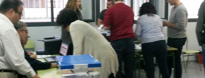 Col·legi Electoral IES Secretari Coloma is one of Barcelona Schools.