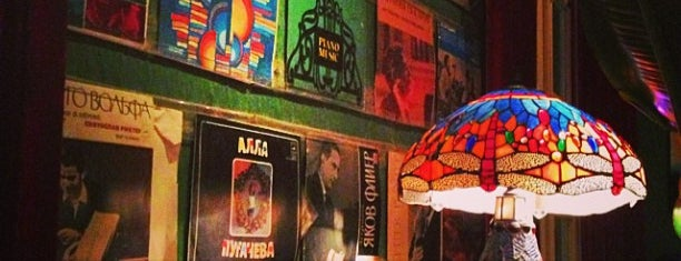 Bar Betta is one of Venues in Hanoi for live music.