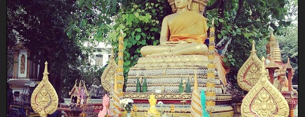 Si Muang Temple is one of Holy Places in Thailand that I've checked in!!.
