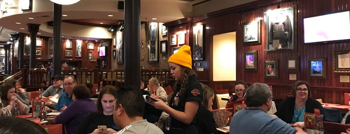 Hard Rock Cafe Indianapolis is one of The 15 Best Places for Burgers in Indianapolis.