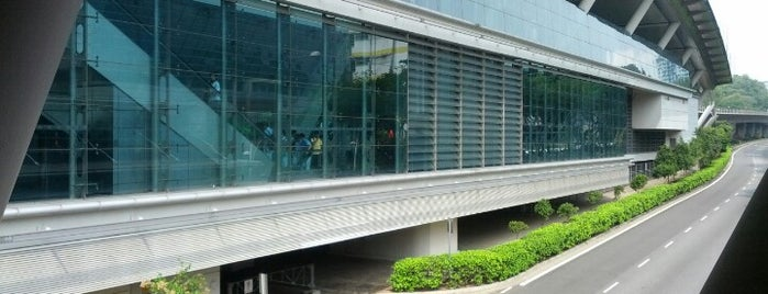 Dover MRT Station (EW22) is one of MRT: East West Line.