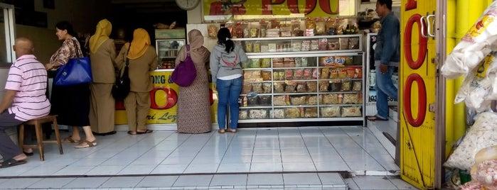 Pusat oleh² TAHU POO is one of Best places in Kediri, Indonesia.