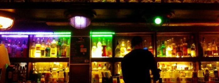 Le Crocodile is one of paris dive bars.