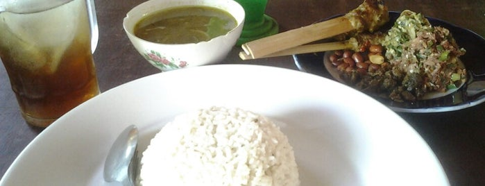 "Lawar kuwir kasiku is one of Bali ""Jaan"" Culinary."