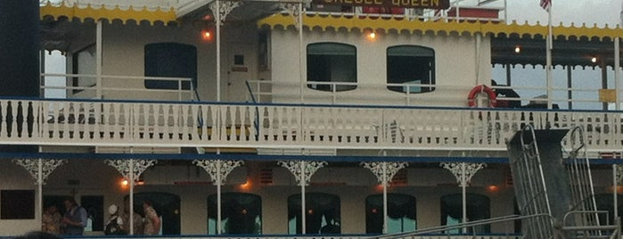 The Creole Queen Paddlewheeler is one of What we love about New Orleans.