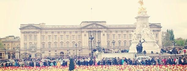 Buckingham Palace Gardens is one of Summer in London/été à Londres.