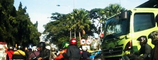 Lampu merah pintu 3 is one of All-time favorites in Indonesia.