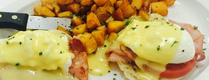 Red Mug Diner is one of The 15 Best Places That Are Good for a Late Night in Orlando.