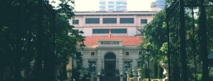 Thư Viện Quốc Gia Việt Nam is one of Địa điểm phải tới khi ở Hà Nội.