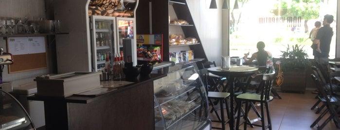 Dom Valentim Café is one of Padaria.