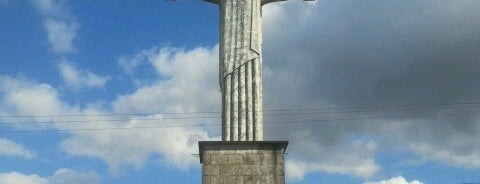 Cristo Redentor is one of Poços.