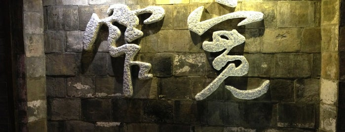 Kuan Alley and Zhai Alley is one of 2016-12 HKG.
