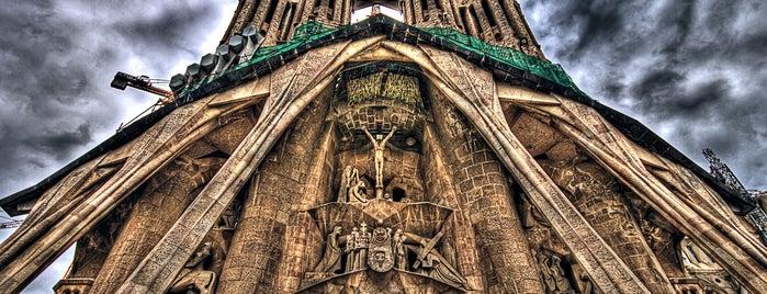 Templo Expiatorio de la Sagrada Familia is one of Bucket List Places.