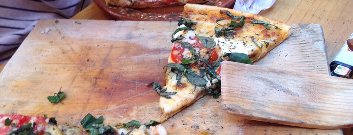 Pizzeria D'Santos Lucattero is one of The 15 Best Places That Are Good for Groups in Guadalajara.