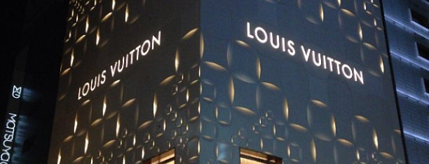 Louis Vuitton is one of staffのいるvenues.