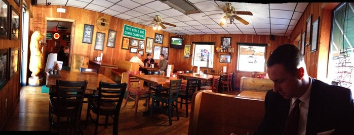 17th Street Bar & Grill is one of Barbeque Nationwide.