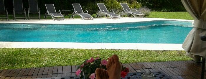 Villa Isidro is one of Lugares pesados!.